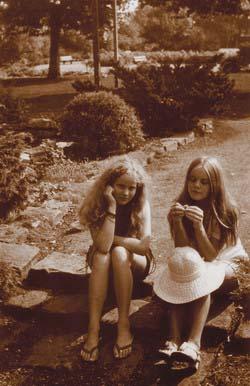 12.  1968. Koogerpark met Brigitte (l)