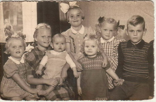 7.  1954. Vlnr: Agnes (3), Gea (9), Guus (1), Riet (5), Brigitte (2½), Li (4) en Ko (7)